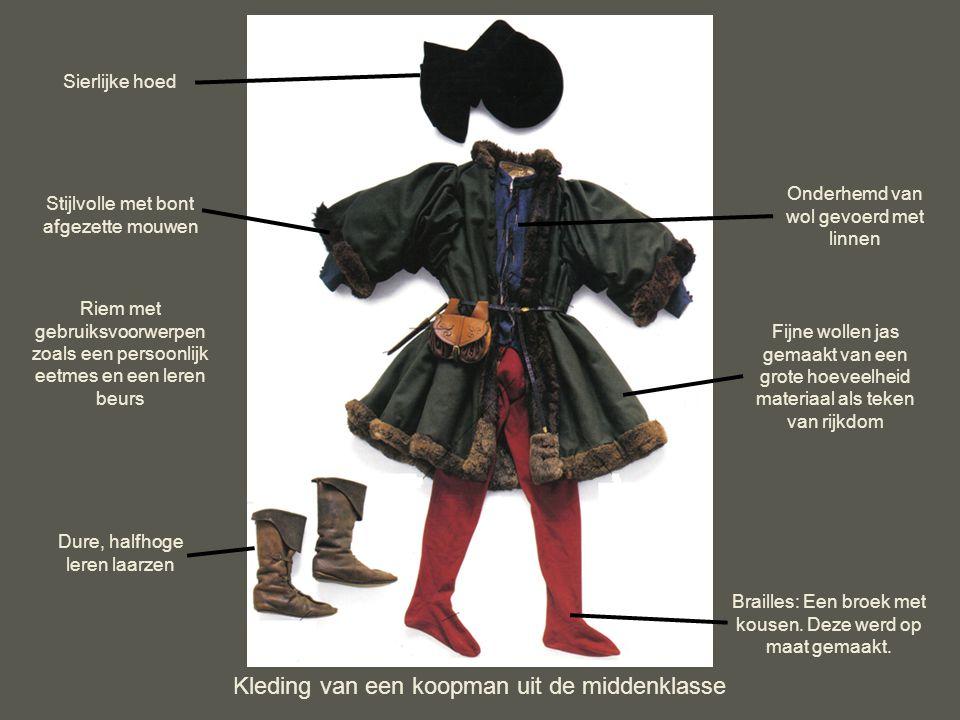 Kleding van een koopman uit de middenklasse Onderhemd van wol gevoerd met linnen Stijlvolle met bont afgezette mouwen Brailles: Een broek met kousen.