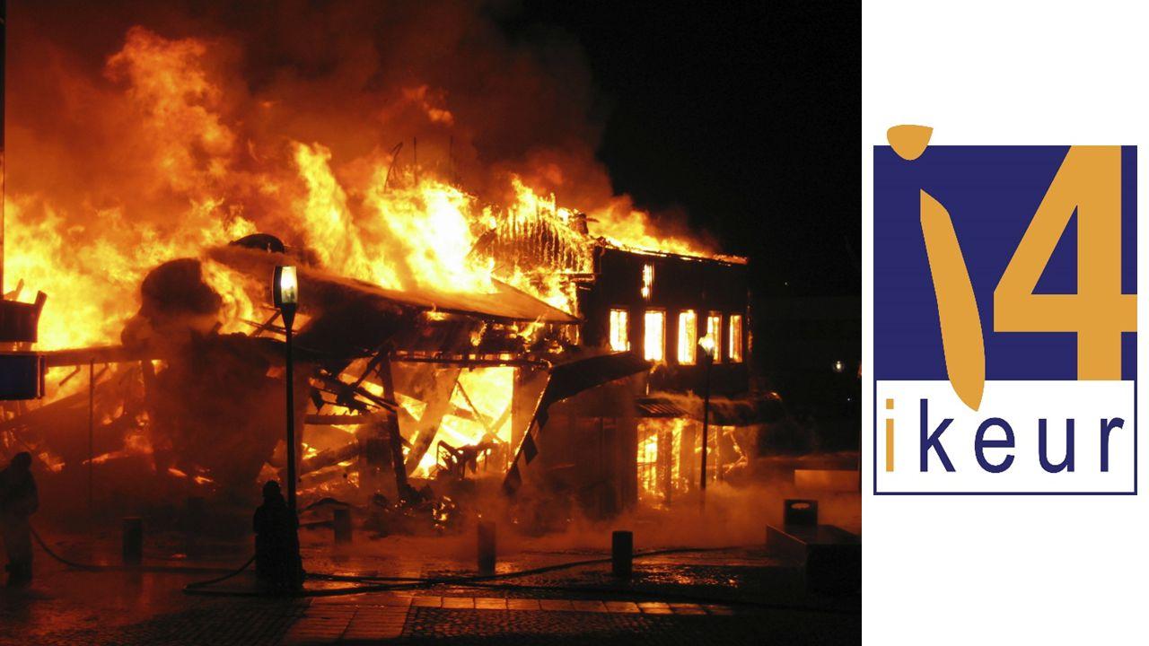 VIER versus NEN 3140 VIER: inspecteren voor verzekeraarsRens Brandsema NEN 3140 INSPECTIE: • Geïnitieerd vanuit Arbowetgeving • Primair doel: mensveiligheid • Gebaseerd op E-specificaties • Gericht op het vaststellen van fouten • Rapportage biedt foutenoverzicht • Rapportage is het eindstation INSPECTIE VOLGENS VIER: • Geïnitieerd vanuit verzekeringspolis • Primair doel: brandveiligheid • Gebaseerd op intakegesprek • Gericht op het vaststellen van risico's • Rapportage biedt oplossingen • Herstelverklaring maakt de cirkel rond