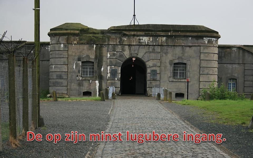 Oorspronkelijk was Breendonk een ondergronds verdedigingsfort van het Belgisch leger, bedolven onder zo'n 250.000 m³ aarde, komende uit de gracht.