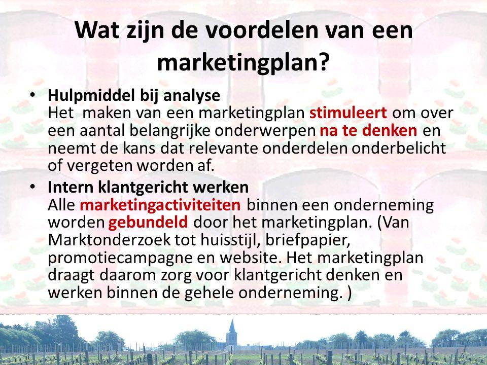 Wat zijn de voordelen van een marketingplan? • Hulpmiddel bij analyse Het maken van een marketingplan stimuleert om over een aantal belangrijke onderw