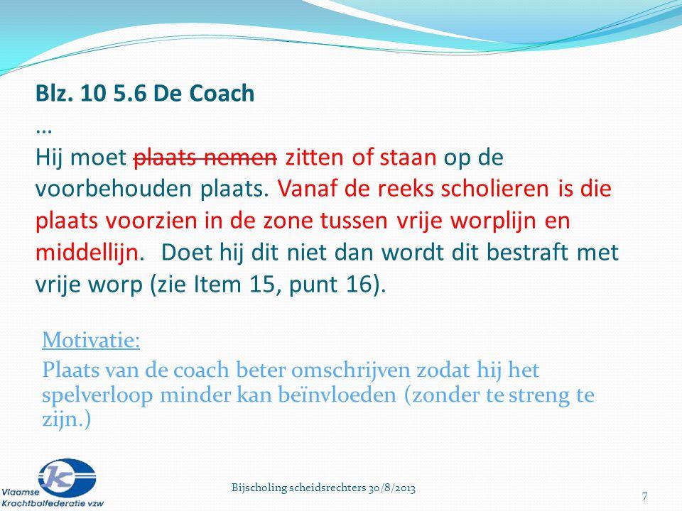 Vaste plaats coach is van middenlijn tot vrije worplijn maar kant van het veld mag hij zelf kiezen – m.a.w.