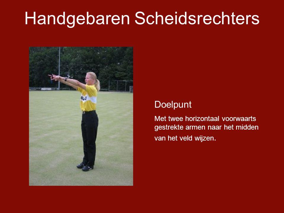 Handgebaren Scheidsrechters Doelpunt Met twee horizontaal voorwaarts gestrekte armen naar het midden van het veld wijzen.