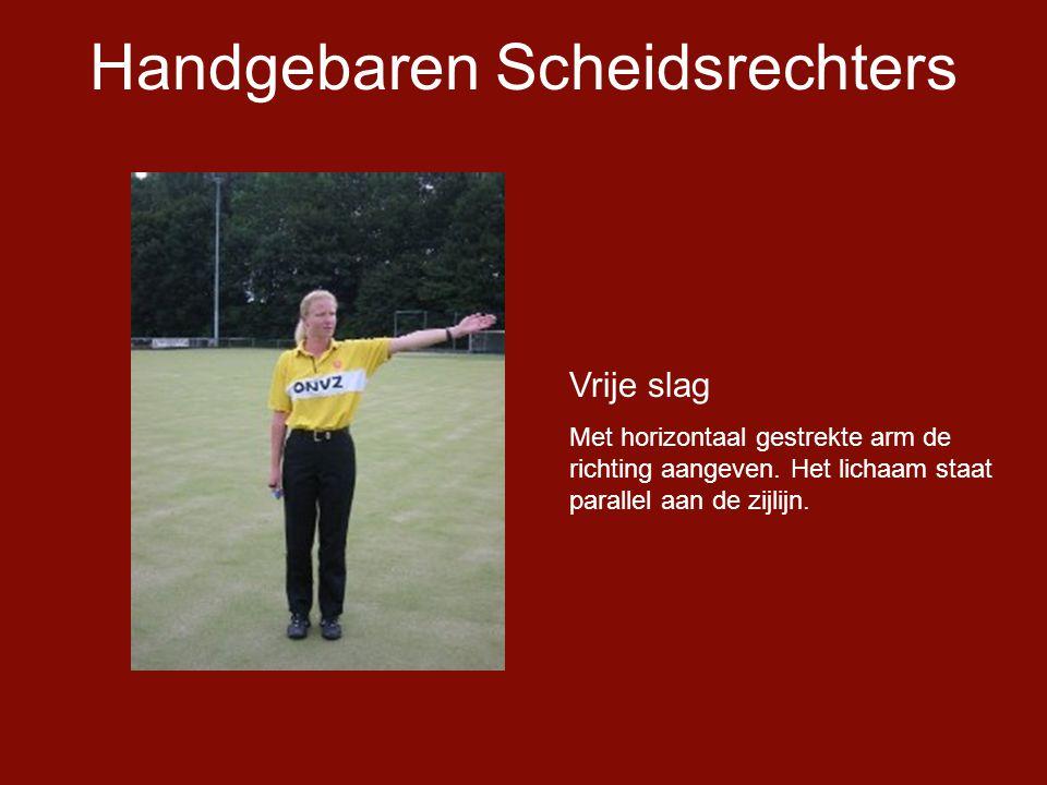 Handgebaren Scheidsrechters Vrije slag Met horizontaal gestrekte arm de richting aangeven.
