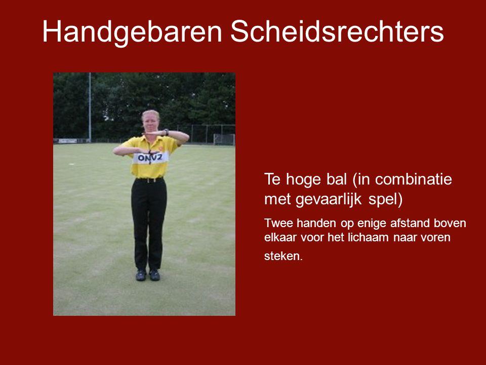 Handgebaren Scheidsrechters Te hoge bal (in combinatie met gevaarlijk spel) Twee handen op enige afstand boven elkaar voor het lichaam naar voren steken.