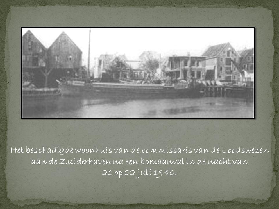 Het beschadigde woonhuis van de commissaris van de Loodswezen aan de Zuiderhaven na een bomaanval in de nacht van 21 op 22 juli 1940.