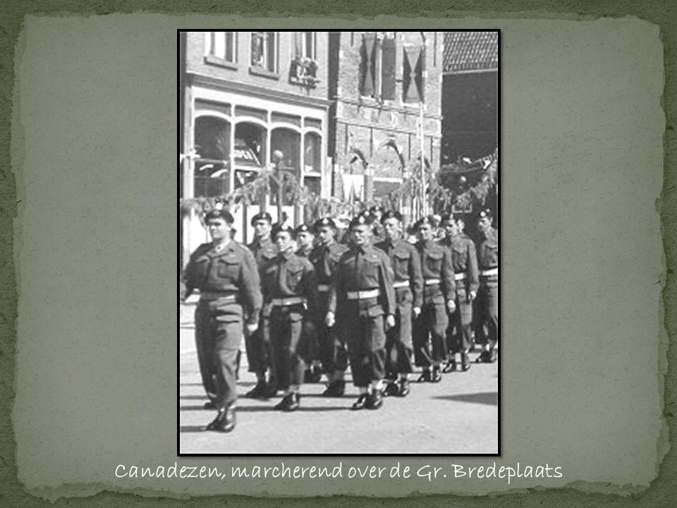 Canadezen, marcherend over de Gr. Bredeplaats