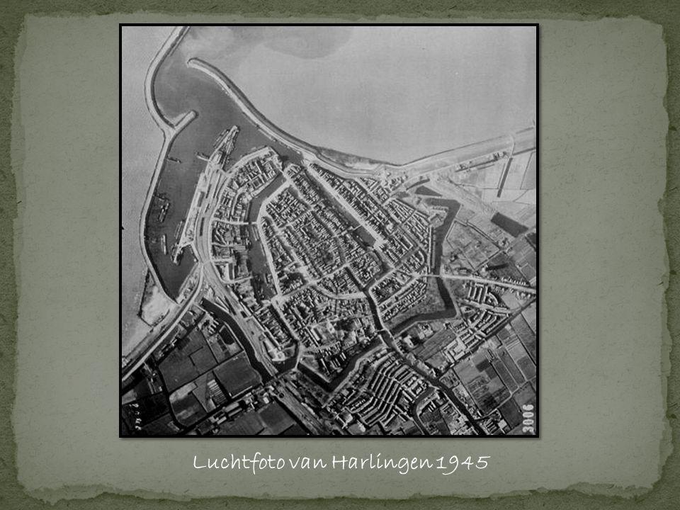 Luchtfoto van Harlingen 1945