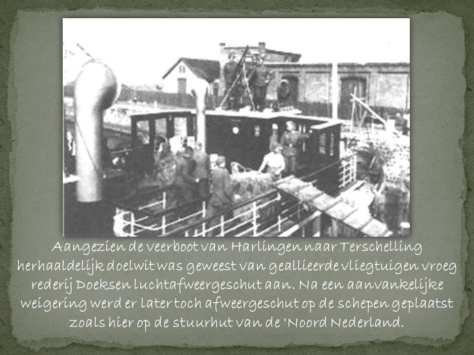 Aangezien de veerboot van Harlingen naar Terschelling herhaaldelijk doelwit was geweest van geallieerde vliegtuigen vroeg rederij Doeksen luchtafweergeschut aan.
