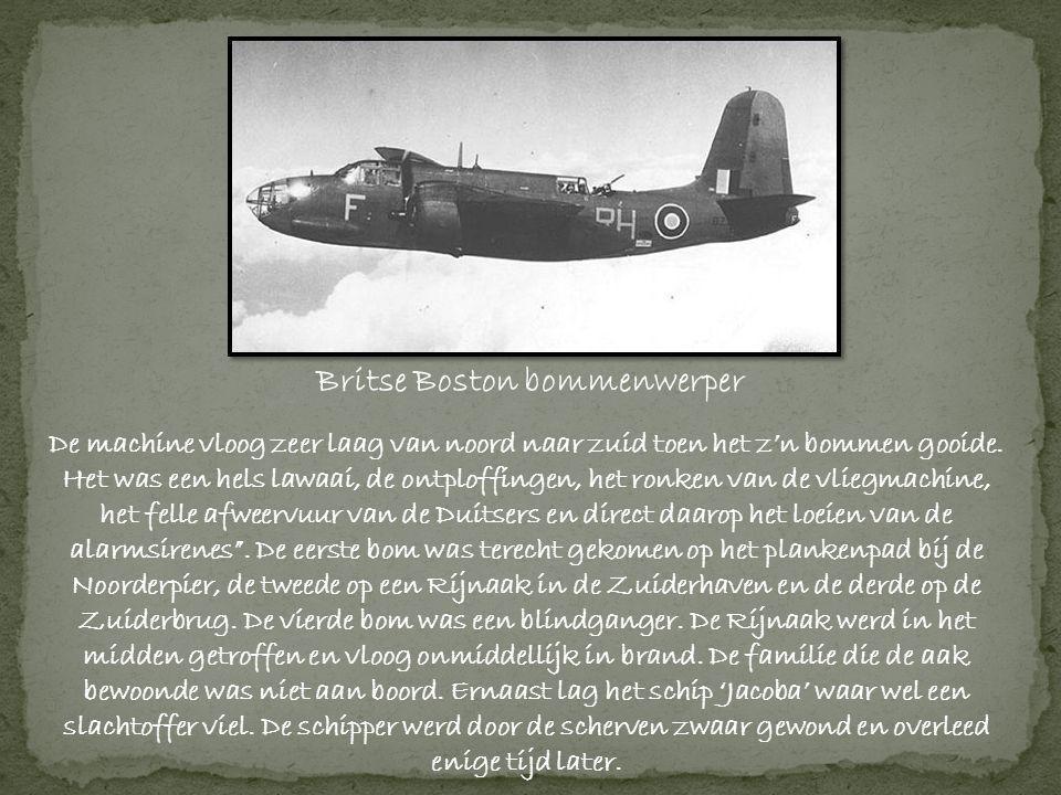 Britse Boston bommenwerper De machine vloog zeer laag van noord naar zuid toen het z'n bommen gooide.