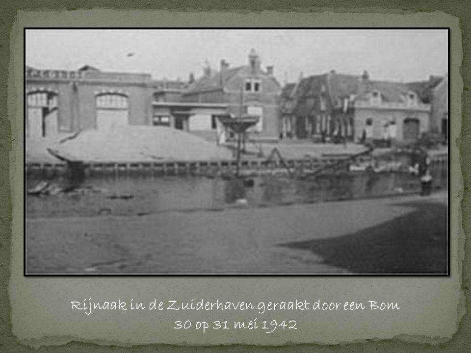 Rijnaak in de Zuiderhaven geraakt door een Bom 30 op 31 mei 1942