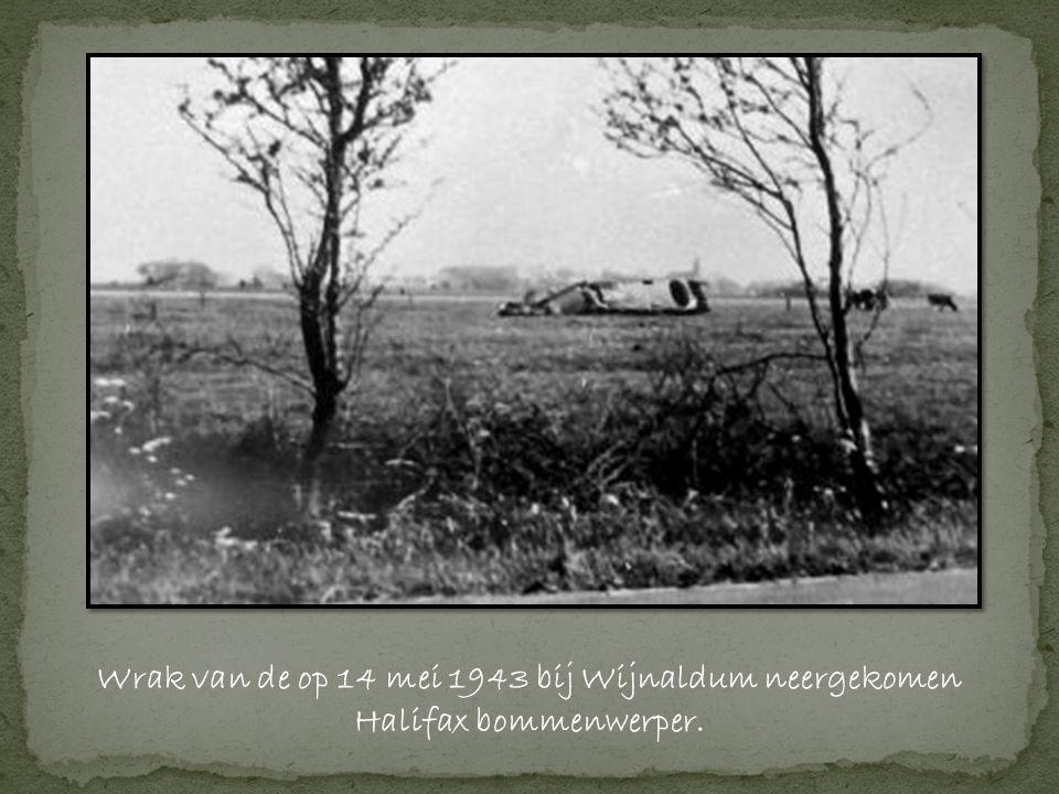 Wrak van de op 14 mei 1943 bij Wijnaldum neergekomen Halifax bommenwerper.