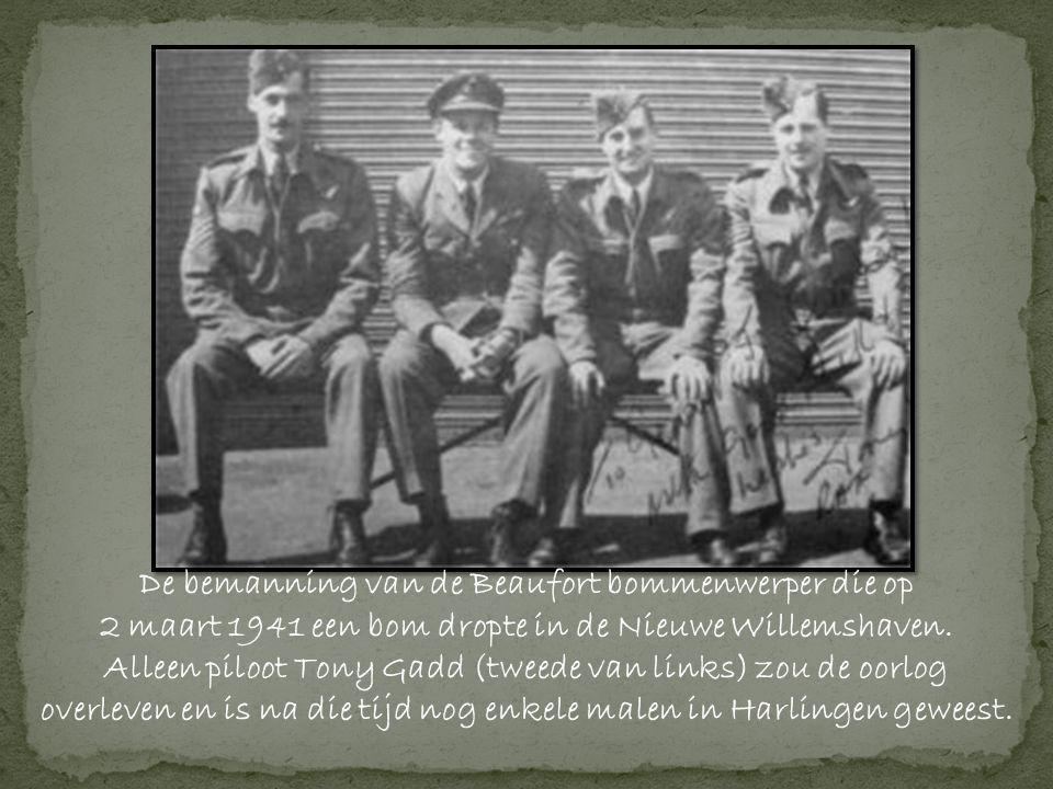 De bemanning van de Beaufort bommenwerper die op 2 maart 1941 een bom dropte in de Nieuwe Willemshaven.