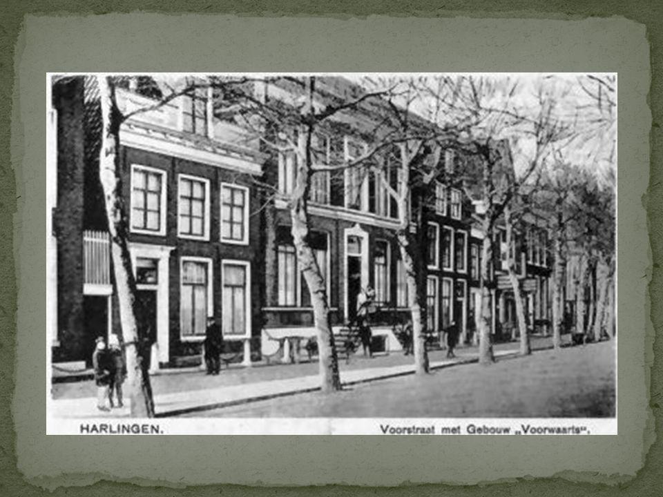 Duitse grenspolitie. Een afdeling van deze Zoll was vanaf de zomer van 1940 gevestigd in het gebouw 'Voorwaarts', Voorstraat 52. Het pand waarin thans