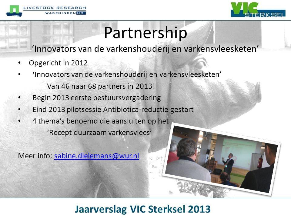 Projecten 2014 'Mijn Varken' en 'Mijn Zeug' --> Benutten van informatie in de varkenshouderijketen' -Aan de slag op VIC Sterksel en enkele praktijkbedrijven -Samen met NETwerk van varkenshouders -Partijen aan elkaar verbinden om knelpunten op te lossen -Van oormerk t/m software -Kansen voor de sector: -Specifiek voeren -Bijsturen in lopende ronde -Minder oormerken Meer informatie: nienke.dirx@wur.nlnienke.dirx@wur.nl Financiers: Productschap Vee en Vlees en Ministerie van Economische Zaken