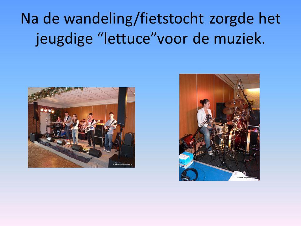 """Na de wandeling/fietstocht zorgde het jeugdige """"lettuce""""voor de muziek."""