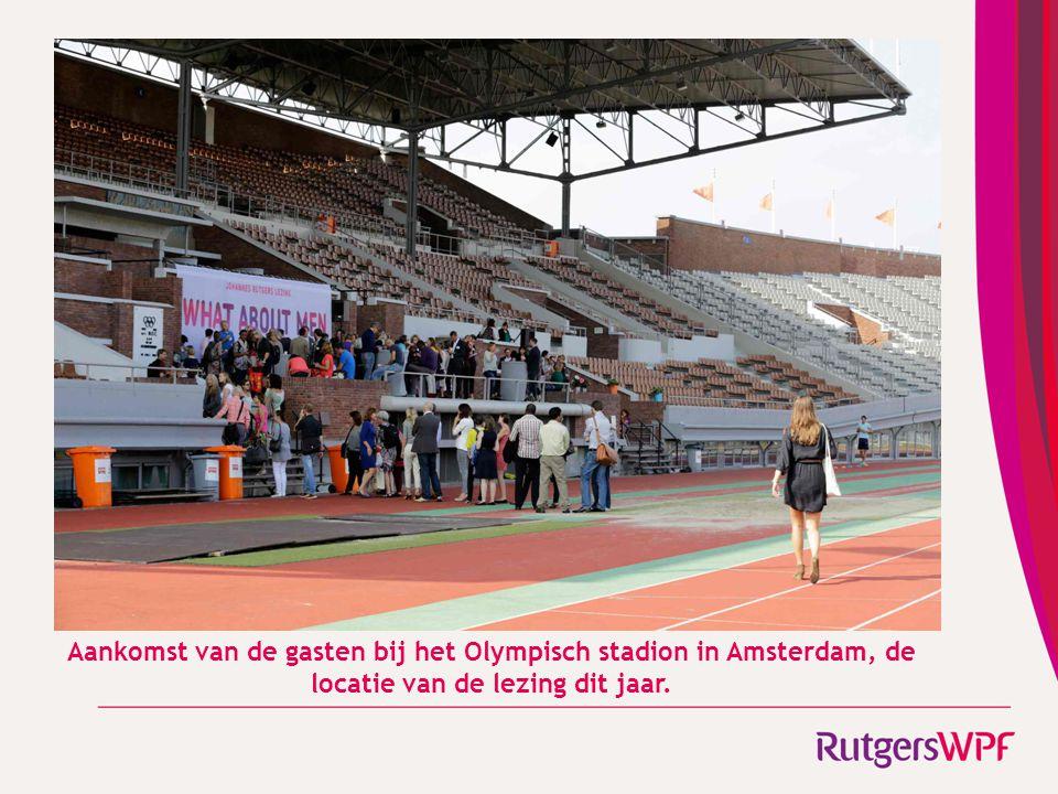Aankomst van de gasten bij het Olympisch stadion in Amsterdam, de locatie van de lezing dit jaar.