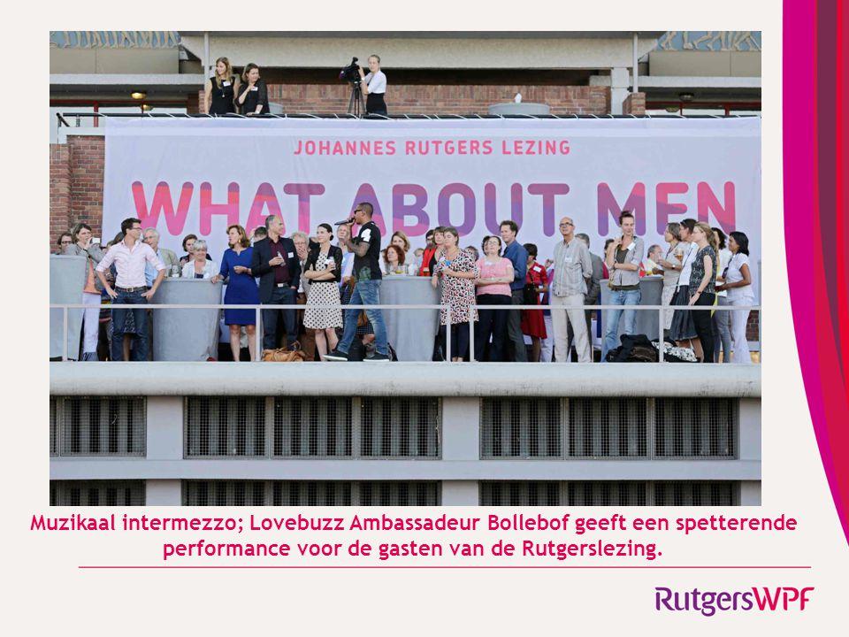 Muzikaal intermezzo; Lovebuzz Ambassadeur Bollebof geeft een spetterende performance voor de gasten van de Rutgerslezing.