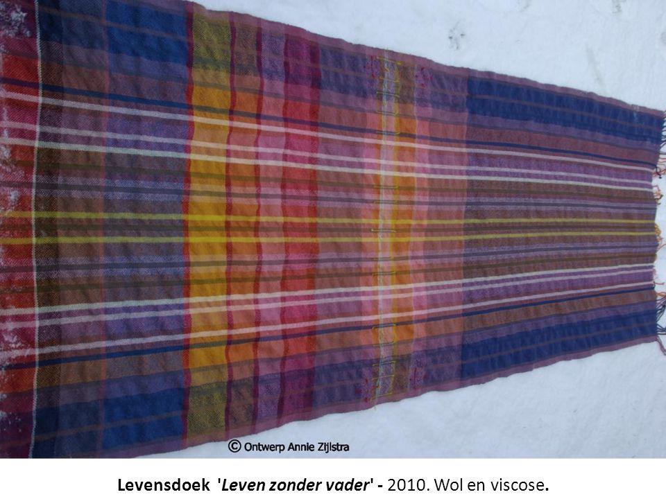 Levensdoek 'Leven zonder vader' - 2010. Wol en viscose.