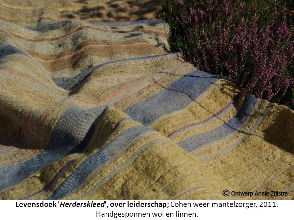 Levensdoek 'Herderskleed', over leiderschap; Cohen weer mantelzorger, 2011. Handgesponnen wol en linnen.