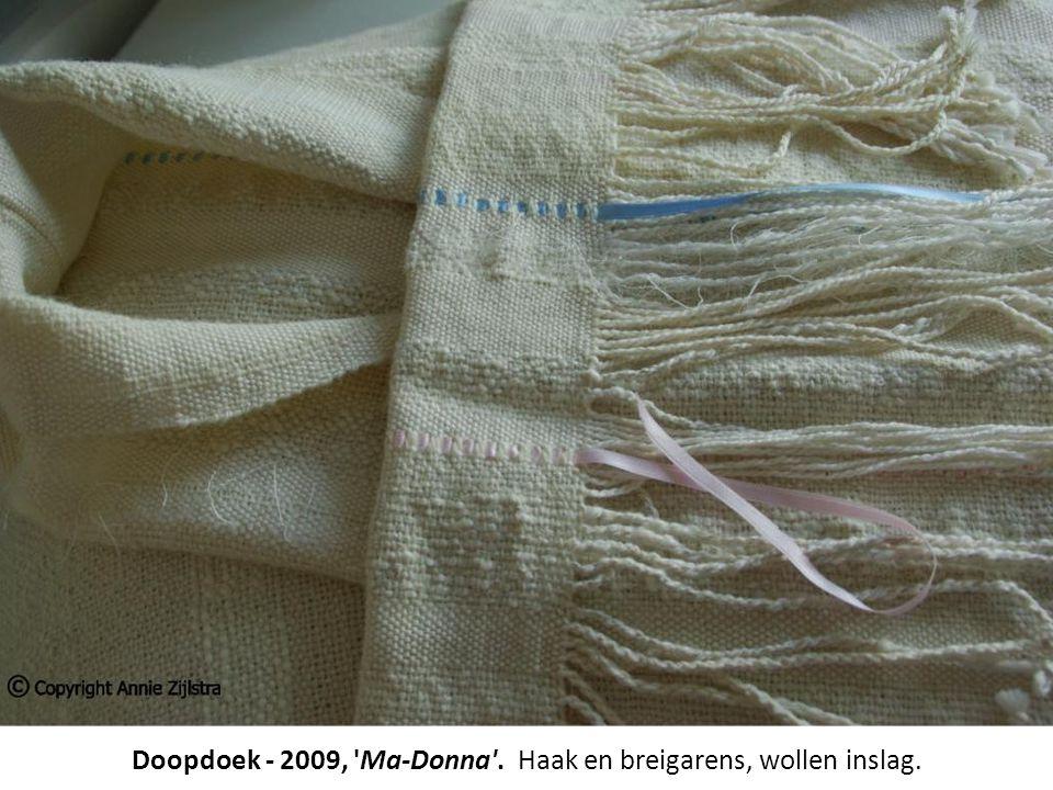 Doopdoek - 2009, 'Ma-Donna'. Haak en breigarens, wollen inslag.