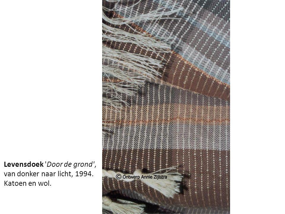 Levensdoek 'Door de grond', van donker naar licht, 1994. Katoen en wol.