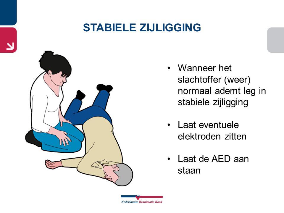STABIELE ZIJLIGGING •Wanneer het slachtoffer (weer) normaal ademt leg in stabiele zijligging •Laat eventuele elektroden zitten •Laat de AED aan staan