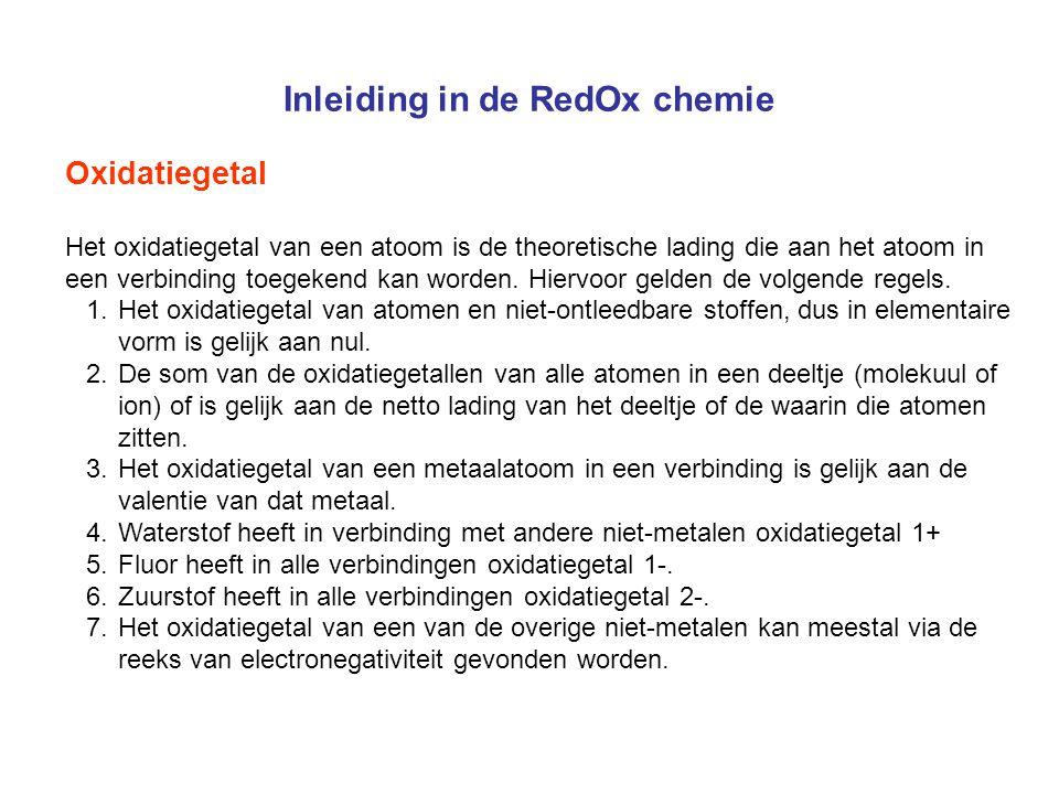 Inleiding in de RedOx chemie Oxidatiegetal Het oxidatiegetal van een atoom is de theoretische lading die aan het atoom in een verbinding toegekend kan
