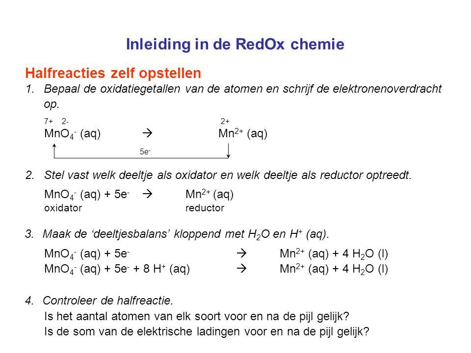 Inleiding in de RedOx chemie Halfreacties zelf opstellen 1.Bepaal de oxidatiegetallen van de atomen en schrijf de elektronenoverdracht op. 4.Controlee