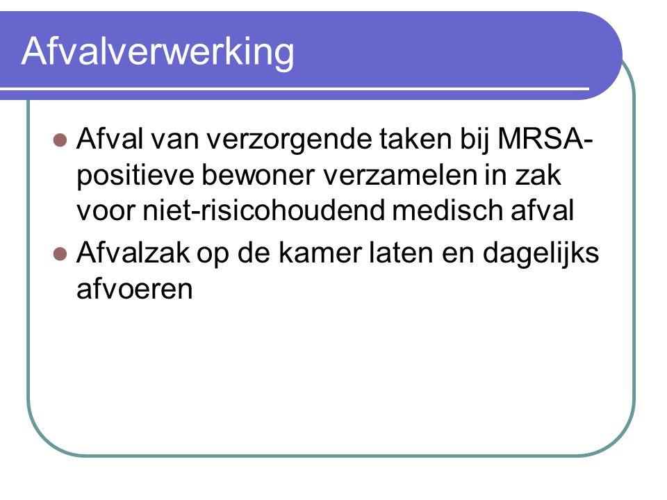 Afvalverwerking  Afval van verzorgende taken bij MRSA- positieve bewoner verzamelen in zak voor niet-risicohoudend medisch afval  Afvalzak op de kam