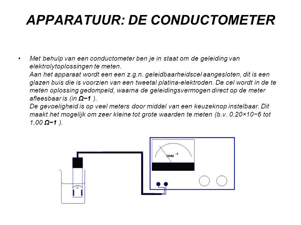 APPARATUUR: DE CONDUCTOMETER •Met behulp van een conductometer ben je in staat om de geleiding van elektrolytoplossingen te meten. Aan het apparaat wo