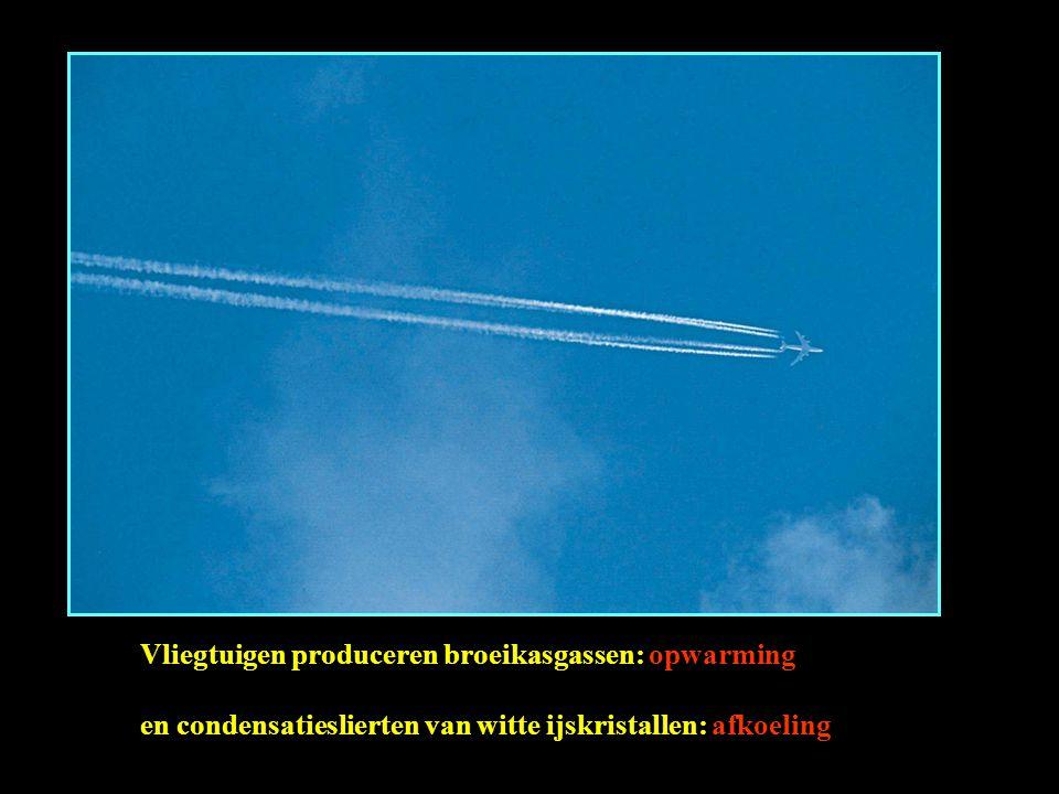 Vliegtuigen produceren broeikasgassen: opwarming en condensatieslierten van witte ijskristallen: afkoeling