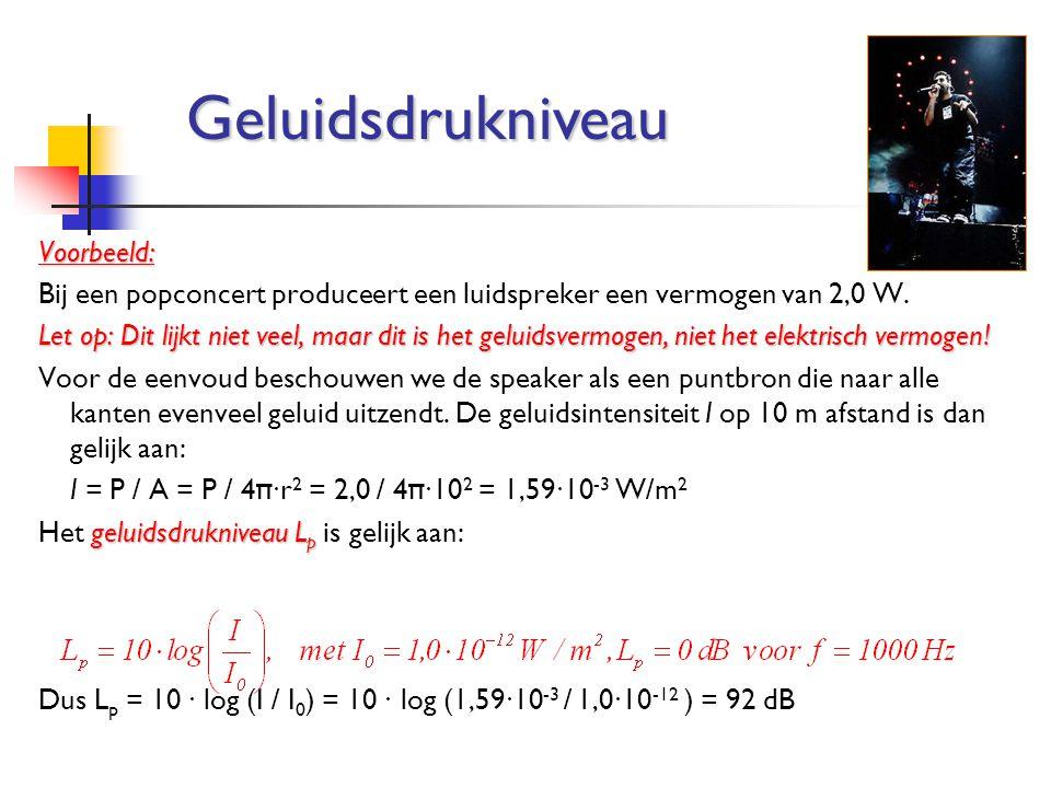 Voorbeeld: Bij een popconcert produceert een luidspreker een vermogen van 2,0 W. Let op: Dit lijkt niet veel, maar dit is het geluidsvermogen, niet he