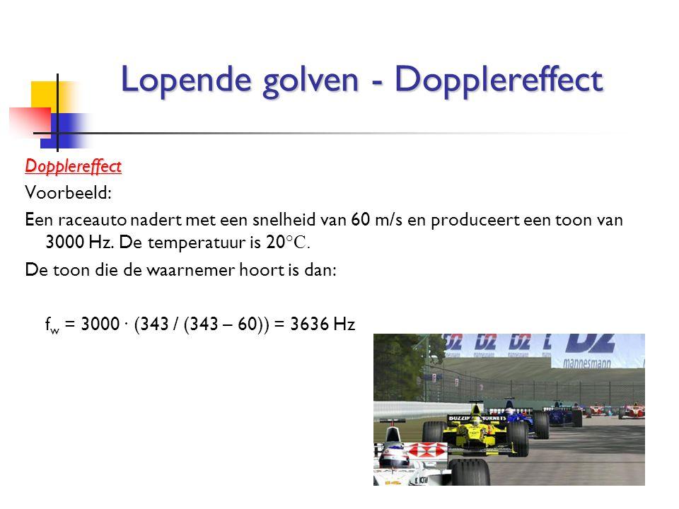 Dopplereffect Voorbeeld: Een raceauto nadert met een snelheid van 60 m/s en produceert een toon van 3000 Hz. De temperatuur is 20 °C. De toon die de w