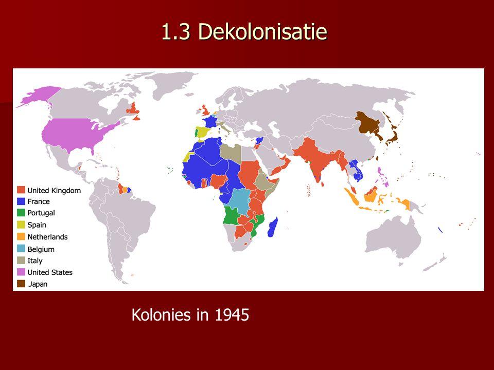 1953 † Stalin → verandering buitenlands beleid Chroestsjov voerde vanaf 1956 een politiek van vreedzame coëxistentie De strijd tussen kapitalisme en communisme moest niet door middel van oorlog beslist worden maar door economische concurrentie → deze twee systemen zouden dus tientallen jaren naast elkaar bestaan→ conflict moet dus niet uit de hand lopen→ overleg over beperking wapenwedloop