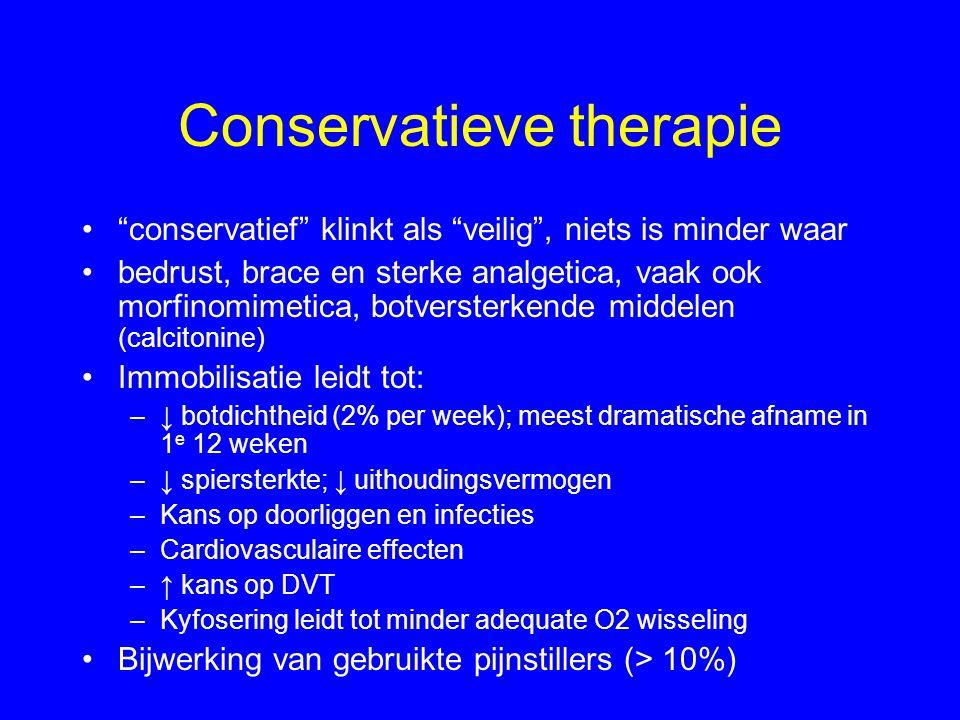 """Conservatieve therapie •""""conservatief"""" klinkt als """"veilig"""", niets is minder waar •bedrust, brace en sterke analgetica, vaak ook morfinomimetica, botve"""