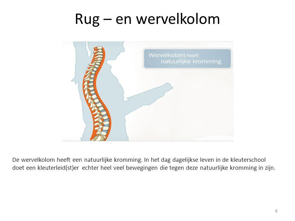 Preventie van rugproblemen in de kleuterklas Hygiëne : toiletbezoek Ga er zelf bij zitten wanneer je de kleuter helpt 19