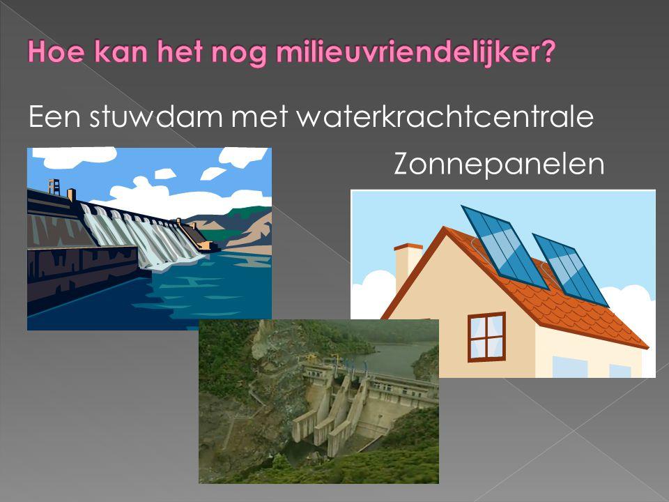 Een stuwdam met waterkrachtcentrale Zonnepanelen