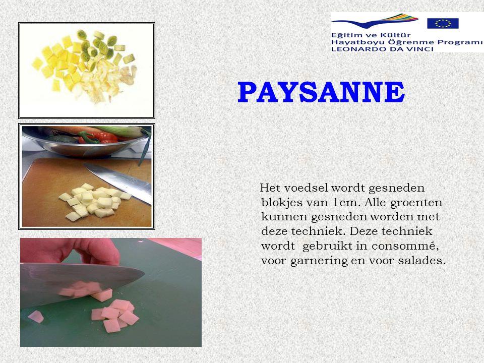PAYSANNE Het voedsel wordt gesneden blokjes van 1cm.