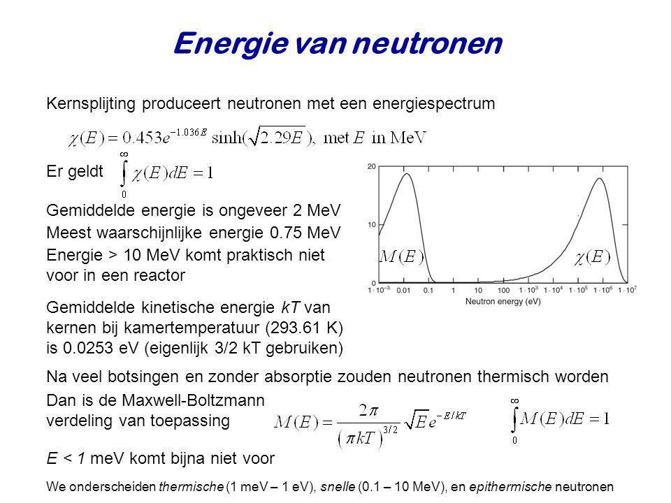 Verstrooiing aan waterstof Werkzame doorsnede voor verstrooiing van neutronen aan een enkel proton Werkzame doorsnede voor elastische verstrooiing Er is geen resolutie voor interne structuur: dus geen inelastische verstrooiing Er geldt Deuterium en helium hebben analoog gedrag, maar verstrooiing is iets groter, en absorptie kleiner Biljartballen botsingen met kinetisch energiebehoud Ook wel potentiaal verstrooiing genoemd (omdat het neutron van het oppervlak verstrooit) Treedt op bij alle kernen en heeft een waarde consistent met de grootte van de kern Splijting treedt niet op, maar neutronen kunnen wel ingevangen worden Elastisch n + p Absorptie n + p Werkzame doorsnede voor absorptie is evenredig met