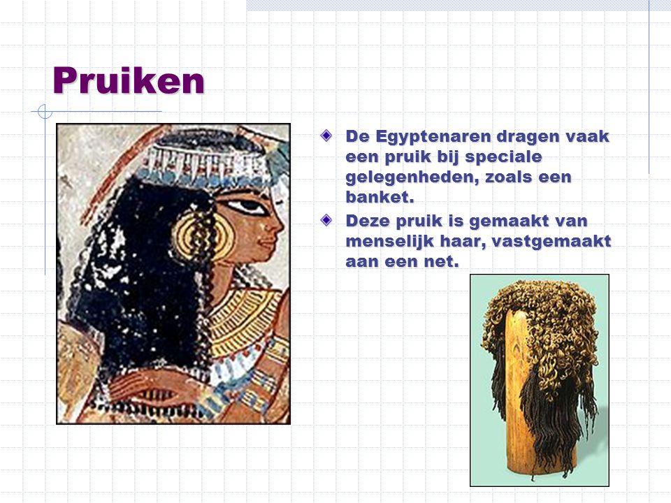 Pruiken De Egyptenaren dragen vaak een pruik bij speciale gelegenheden, zoals een banket. Deze pruik is gemaakt van menselijk haar, vastgemaakt aan ee