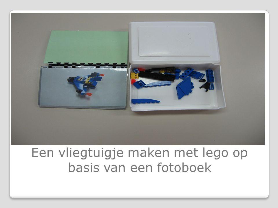 Een vliegtuigje maken met lego op basis van een fotoboek