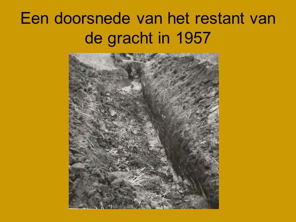 Een doorsnede van het restant van de gracht in 1957