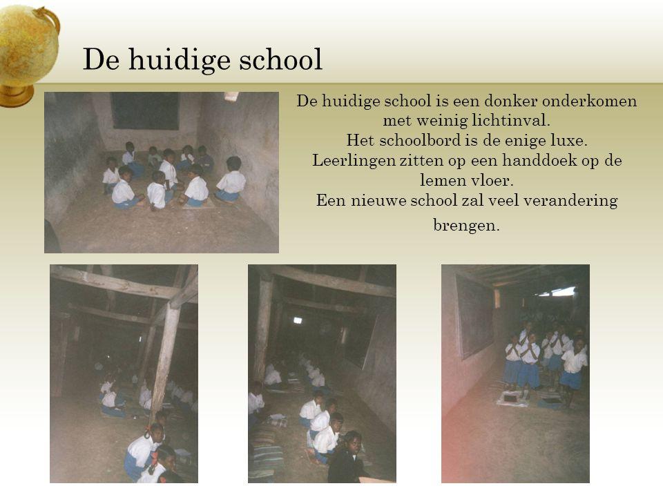 De huidige school De huidige school is een donker onderkomen met weinig lichtinval. Het schoolbord is de enige luxe. Leerlingen zitten op een handdoek