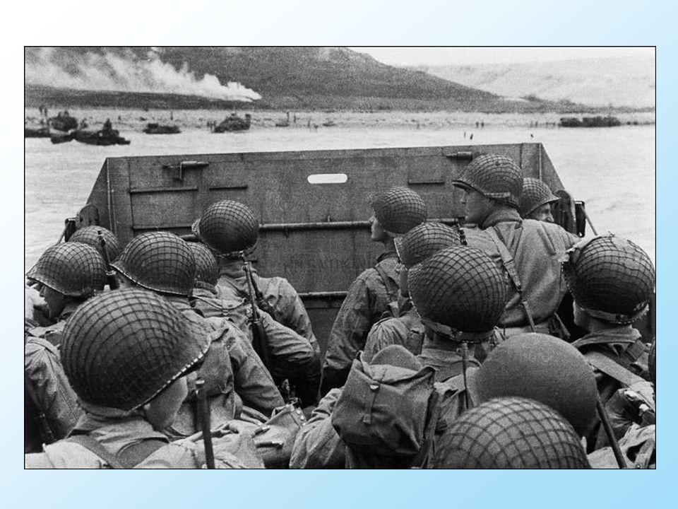 Schepen voeren heen en weer over het Kanaal met in Engeland hergroepeerde soldaten.