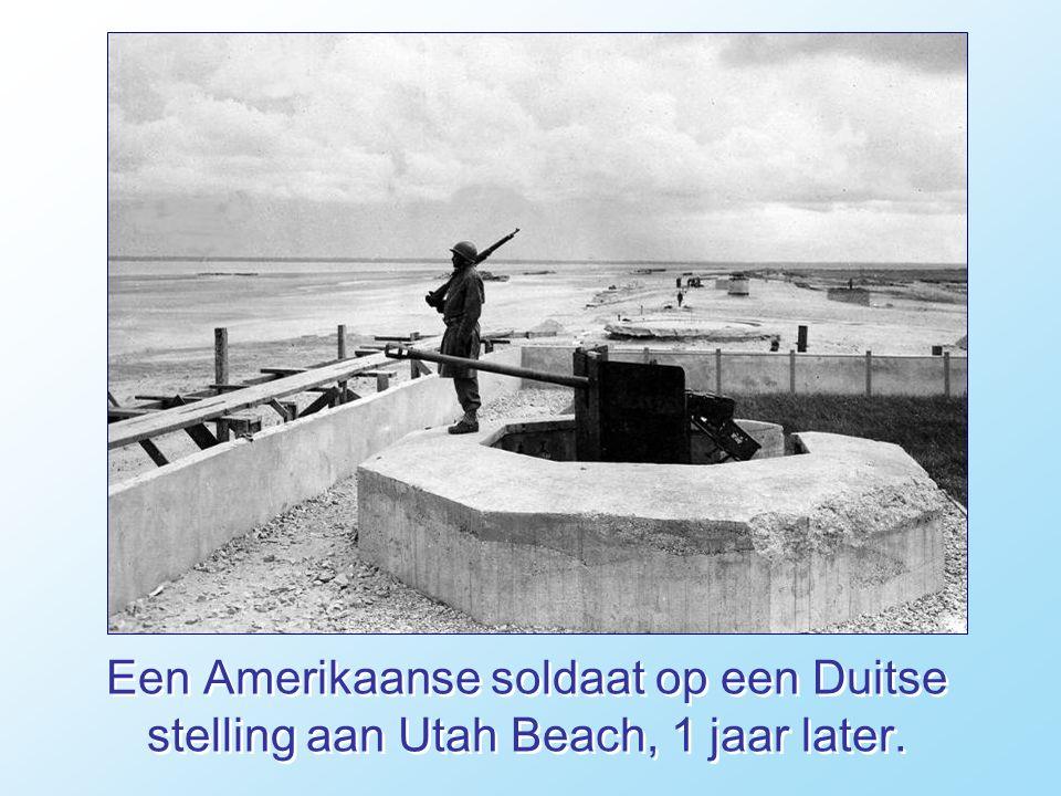 Duitse krijgsgevangenen worden door de geallieerde strijdkrachten op Utah Beach meegenomen. De landing is een succes.