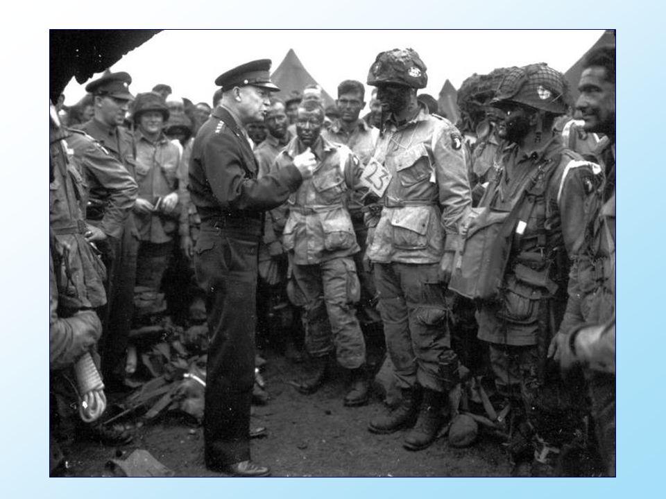 De opperbevelhebber van de operatie, generaal Dwight D.