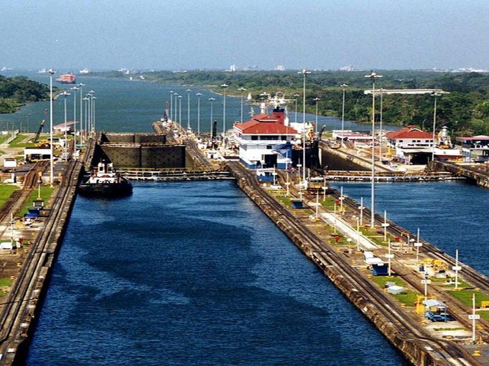 De sluizen uit en het Panama kanaal in.