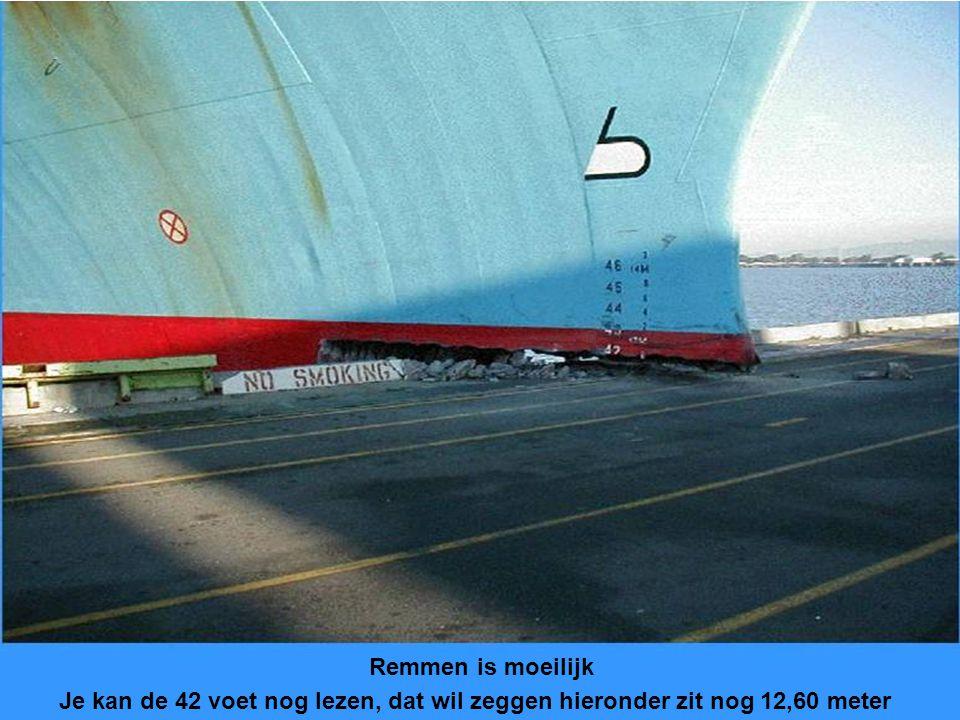 Hoe meer loskranen boven het schip, des te eerder is het werk gedaan