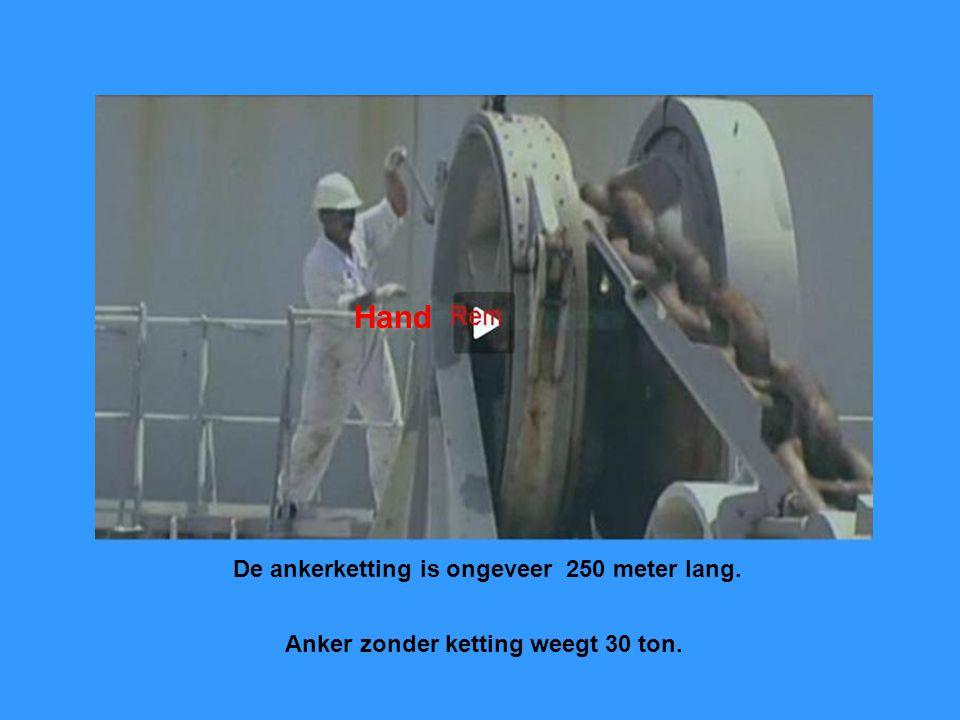 De ankerketting is ongeveer 250 meter lang. Anker zonder ketting weegt 30 ton. Hand