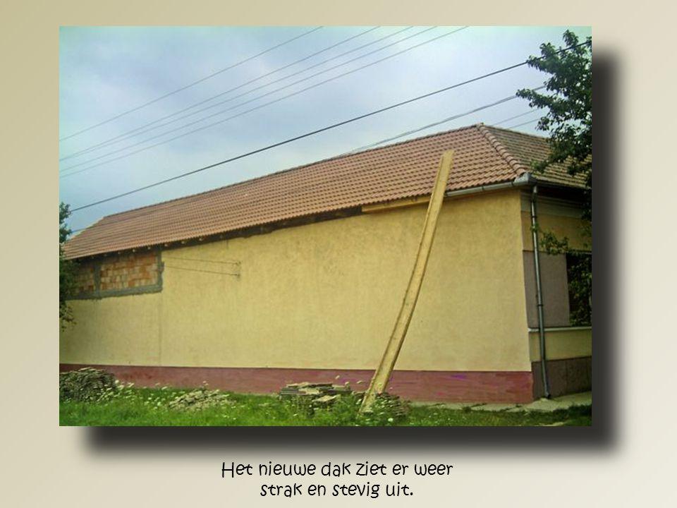 Hier zien we het gerestaureerde dak van het huis Löke vanaf de andere kant.